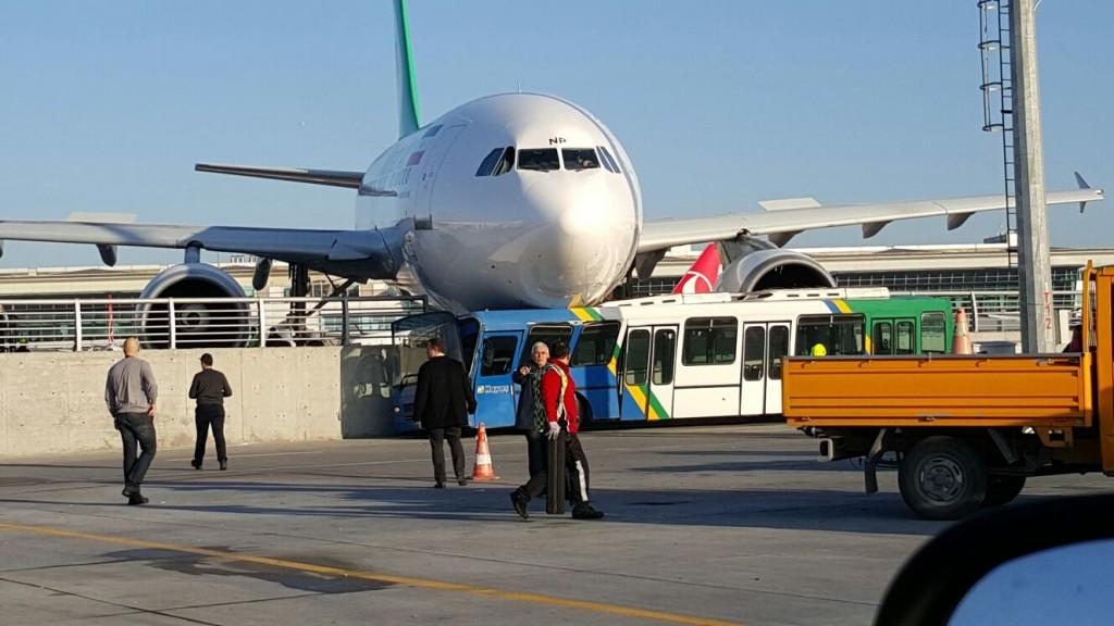 ATATURK HAVALIMANINDA TAHRAN DAN GELEN IRAN MAHAN HAVAYOLLARI NA AIT AIRBUS A310 TIPI YOLCU UCAGI DURAMAYARAK KORKULUKLARA CIKTI. (FOTOGRAF: ISTANBUL DHA)