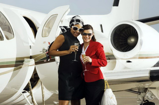 private-jet-women-cocktail